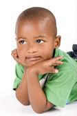 Schattig 3 jaar oude zwarte of afro-amerikaanse jongen — Stockfoto
