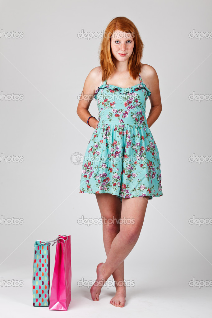 Redhead woman holding shopping bags — Stock Photo #6500040