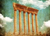 又脏又臭的复古风格的照片。木星的寺庙,巴勒贝克,黎巴嫩 — 图库照片