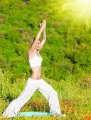 Yoga all'aperto — Foto Stock