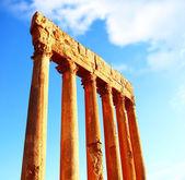 Jupiter's temple columns over blue sky — Stock Photo