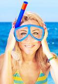 Indossando maschera di divertente ragazza ritratto — Foto Stock