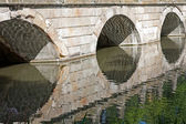 Stone bridge build in accordance to the ancient art — Stock Photo