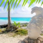 Caribbean Tulum Mexico beach mayan face statue — Stock Photo #5399402