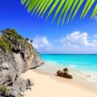 Caribbean beach in Tulum Mexico under Mayan ruins — Stock Photo