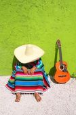 Sieste paresseuse sombrero mexicain typique homme assis — Photo