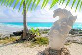 Caribbean Tulum Mexico beach mayan face statue — Stock Photo