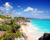 Ancient Mayan ruins Tulum Caribbean turquoise — Stock Photo