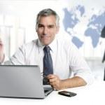 mappa del mondo di lavoro di squadra di imprenditore senior competenze — Foto Stock