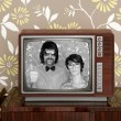 Wood old tv nerd silly couple retro man woman — ストック写真