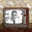 Senoir tv presenter in retro wood television - Foto de Stock