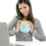 bruna imprenditrice con mappa globale — Foto Stock