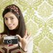 Retro photo camera woman green sixties wallpaper — Stock Photo