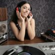 Dj retro woman vintage vinyl turntable music — Stock Photo