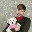 Geek retro man holding dog silly on wallpaper — Стоковое фото