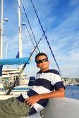 Adolescente rilassata ragazzo su vacanze estive di barca marina — Foto Stock