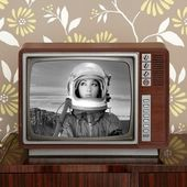 Space odyssey mars astronaut on retro 60s tv — Stock Photo
