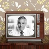 Senoir tv presenter in retro wood television — Stock Photo