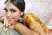 美丽的印度黑发传统时尚风格 — 图库照片