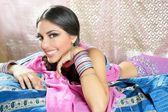 Estilo moda tradicional morena indiana linda — Fotografia Stock