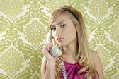 レトロな電話の女性のビンテージ壁紙 — ストック写真