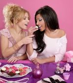 Barbie fashion girls fighting for eat the sweet — Stock Photo