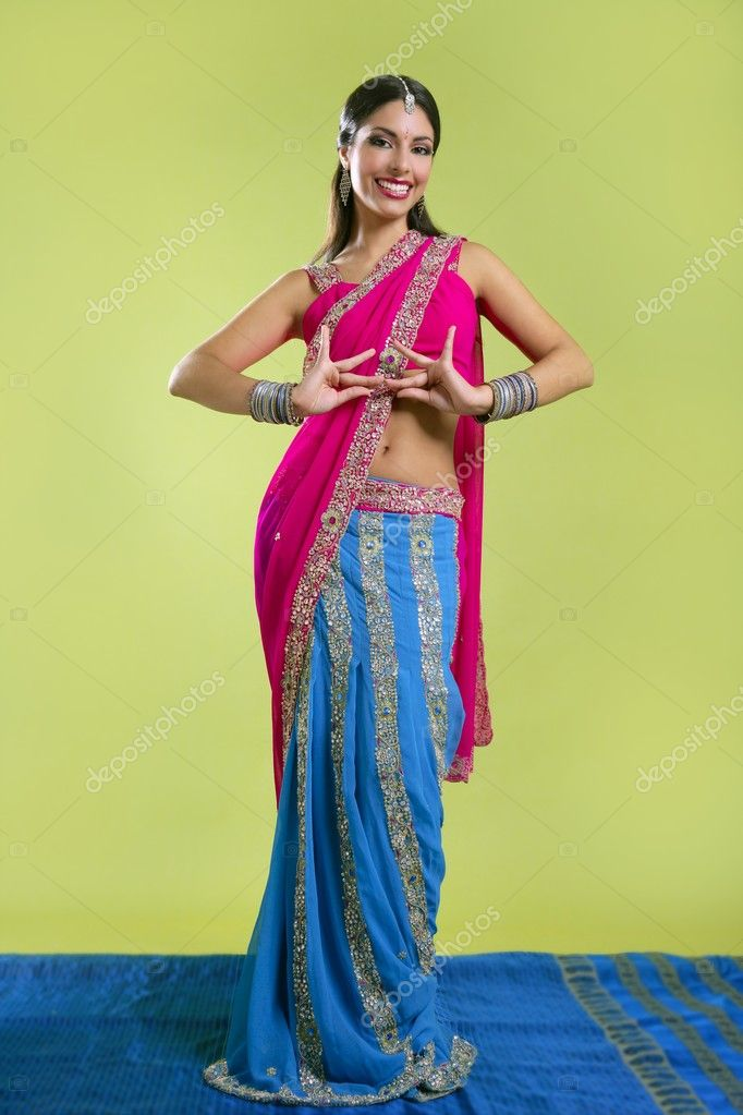 Brunette indian dancer princess Bollywood style, colorful sari — Stock Photo #5498416