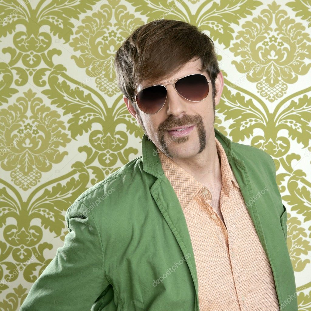 Geek retro salesperson man funny mustache sunglasses in green wallpaper — Lizenzfreies Foto #5499299