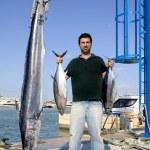 Peixe pescador captura spearfish e atum voador — Foto Stock