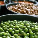 olivy v moření texturu pozadí nálevu — Stock fotografie #5502692