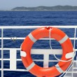 Cruise white boat handrail detail in blue sea - Stockfoto