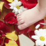 Aromatherapy, flowers feet bath, rose petal — Stock Photo #5504736