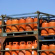 Botellas, bombonas de gas butano color Naranja. Orange Gas Racks - Stock Photo