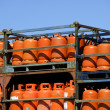Stockfoto: Botellas, bombonas de gas butano color Naranja. Orange Gas Racks