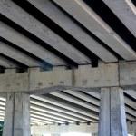 Bridge engineery beams concrete columns — Stock Photo