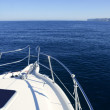 Boat bow, yatch vacation on the blue ocean — Stock Photo
