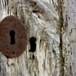 Key hole over aged gray old wood — Stockfoto
