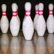 Bowling bolus row reflexion on wooden floor — ストック写真