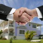 Businessman real state handshake partners — Stock Photo
