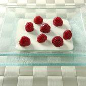 Cream and raspberries — Stock Photo