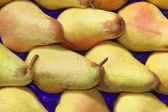 Pear fruits in rows market background pattern — Stock Photo