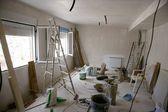 ακατάστατο δωμάτιο κατά τη διάρκεια του βελτίωση κατασκευή — Φωτογραφία Αρχείου