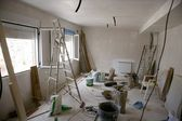 Rommelig kamer tijdens contruction verbetering — Stockfoto