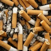 Cigarettes texture, busy ashtray square — Stock Photo
