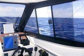 Interno barca con strumenti del pannello di controllo — Foto Stock