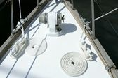 Sailboat white bow with bollard and spiral rope — Stock Photo