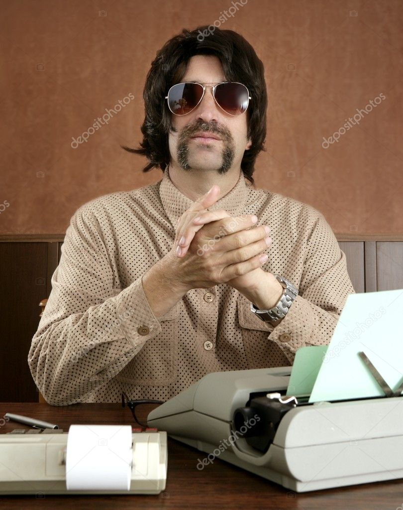 Mustache retro businessman vintage wooden office typewriter — Stock Photo #5500238
