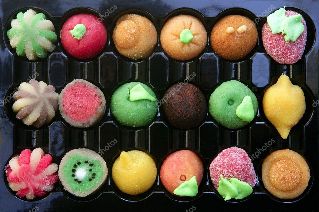 bonbons de pte damande color avec des formes de fruits faite damande et de sucre image de lunamarina - Pate D Amande Colore