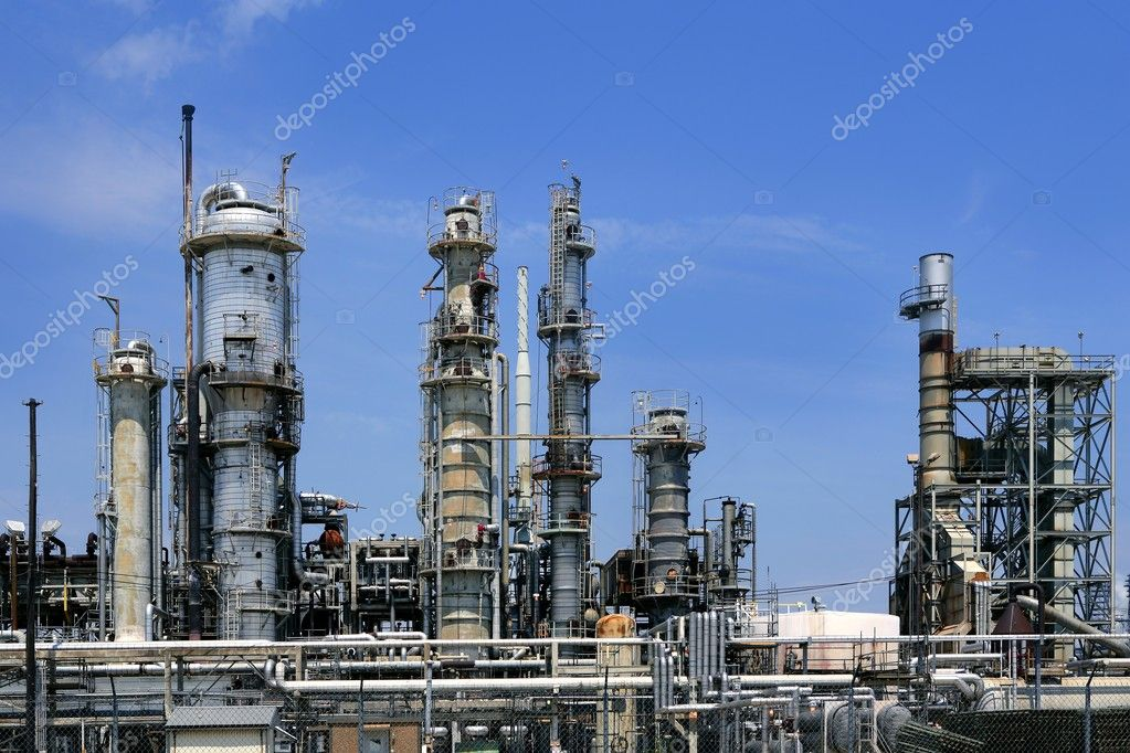 Oil industry equipment installation, metal industrial skyline over blue sky — Stock Photo #5504776
