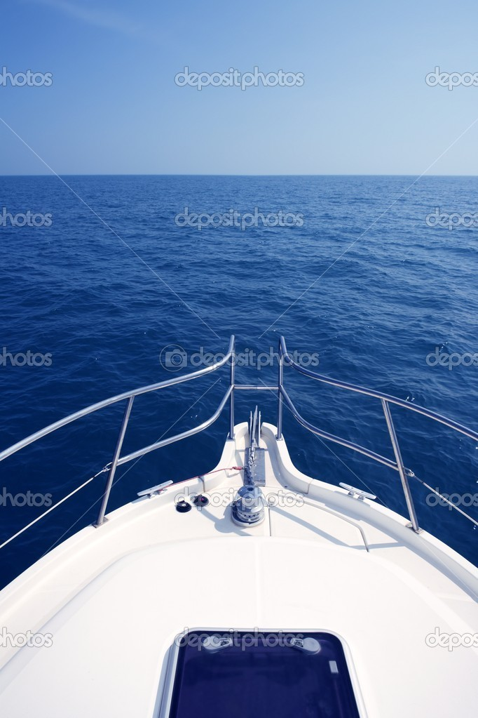 Blue ocean sea view from motorboat yacht bow in Mediterranean — Stock Photo #5506150